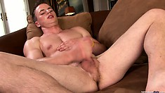 Aaron Reynolds desires to blows his load in front of cameras